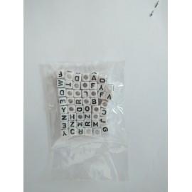 písmenkové korálky farebne matne cca 100ks